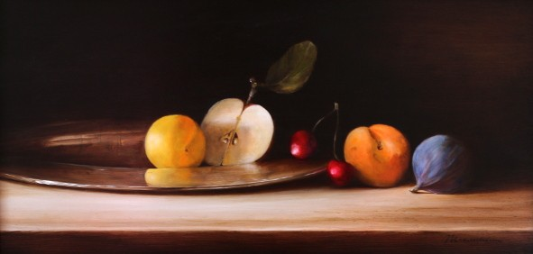 Fruit on silver platter by Tanja Moderscheim