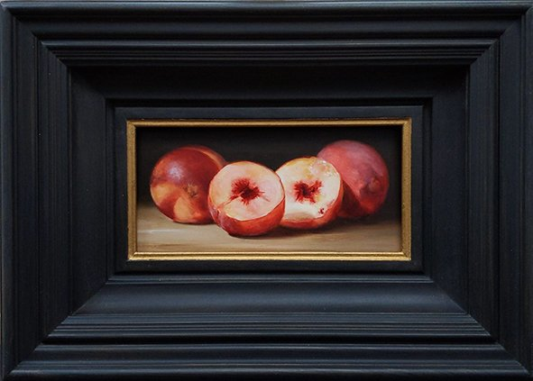 Still life: White peaches and a nectarine. Oil on wood, 10x20cm